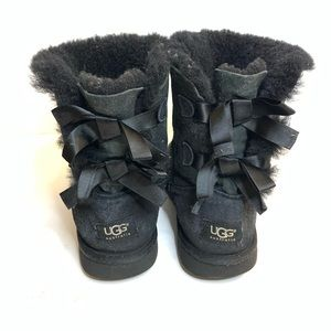 UGG Bailey Bow II for Girls in Black Size 4